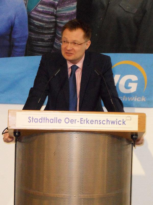 Der Landesvorsitzende der Freien Wähler NRW Herr Dr. Thomas Reinbold gratuliert der UWG zum 25-jährigen