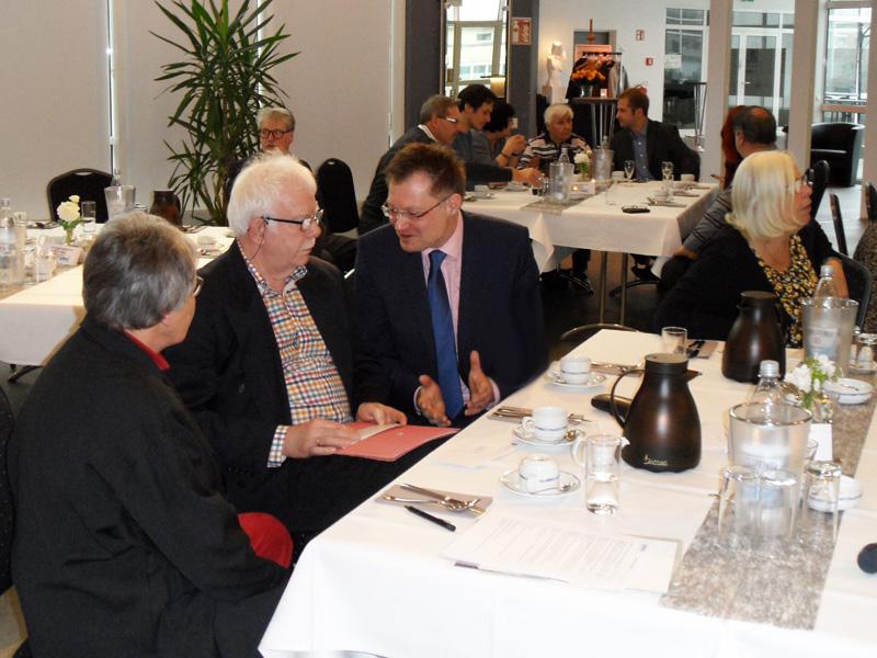 Dr. Thomas Reinbold im Gespräch mit Ursula Weissenbacher und Helmut Lenk