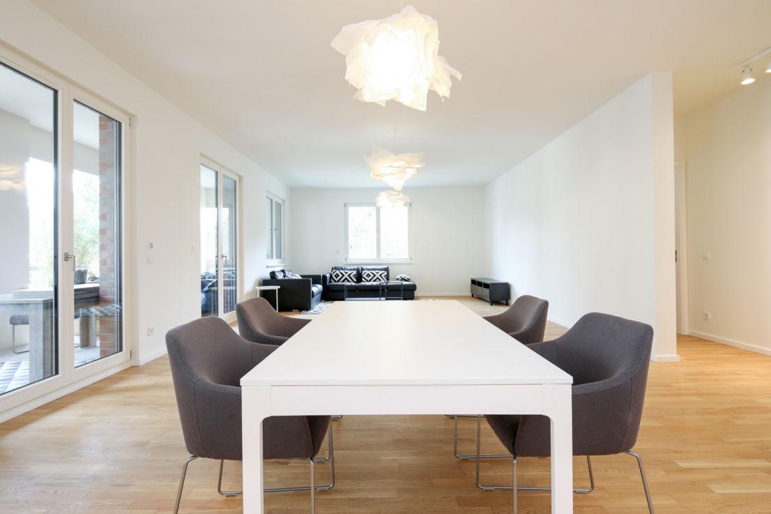 Erstbezug: exklusive, geräumige 3,5-Zimmer-Wohnung mit Einbauküche und Balkon in Berlin - Zehlendorf