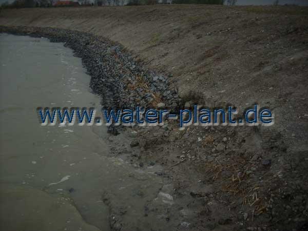 ohne Steinmatratzen wird das Ufer weiter abgetragen