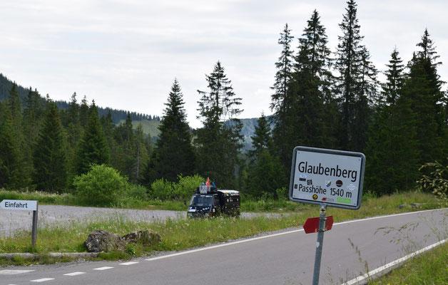 Ape on tour auf dem Glaubenbergpass