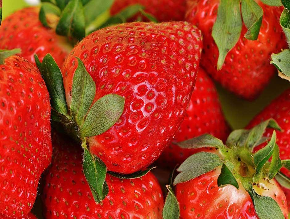 Auf den ersten Platz schaffen es die Erdbeeren. Von 35'000 Proben waren 70 Prozent belastet.