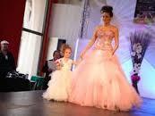 défilé de robe de mariée