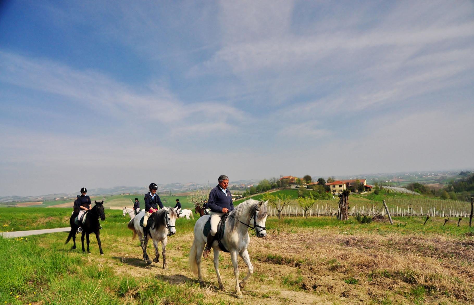 A cavallo sulle colline