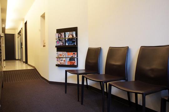 つつじヶ丘「あらさわ歯科医院」待合室