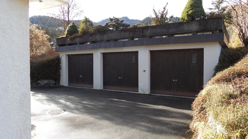 Garage in der Mitte gehört zur Wohnung