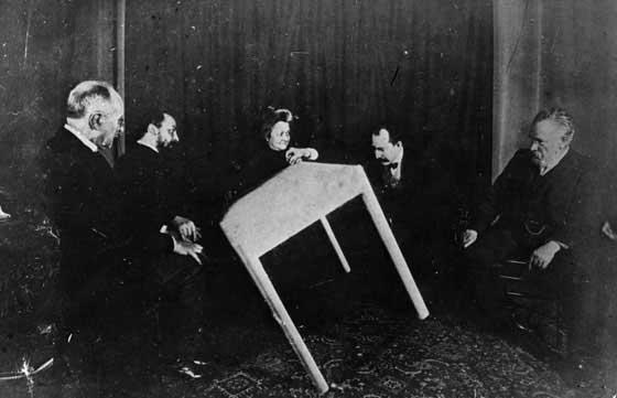 Bildquelle: mentalfloss.com #Ouija #Medium #Spiritismus #paranormal