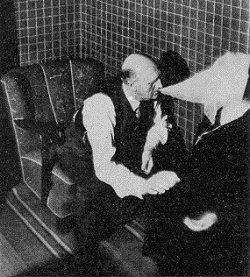 Das Medium Einer Nielsen während einer Séance #ektoplasma #medium #spiritismus #paranormal