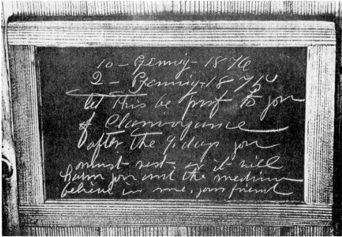 Schiefertafel mit paranormal entstandener direkter Schrift. #Slade #Medium #paranormal #ghosthunters