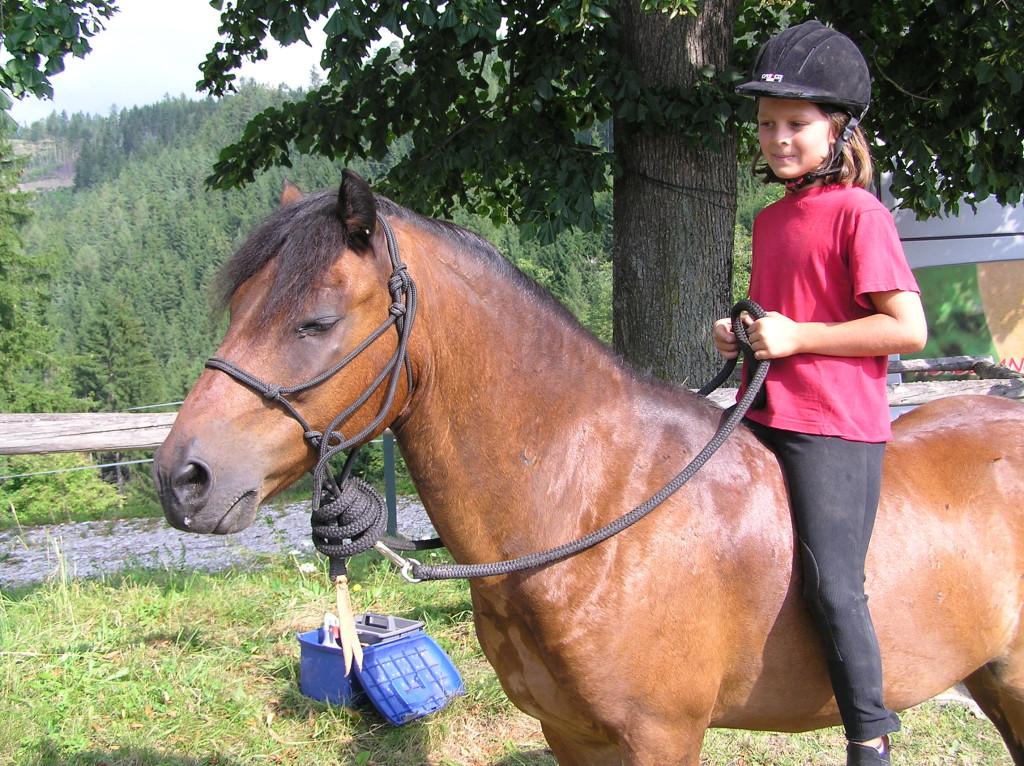 Julia mit Lolly beim Reiterlager im Sommer 2009 bei Harald Kalcher