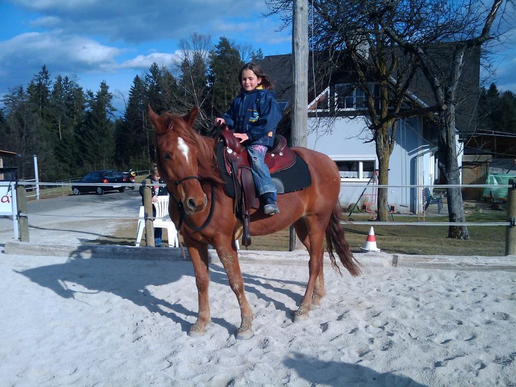 Nina reitet auf Al Aman