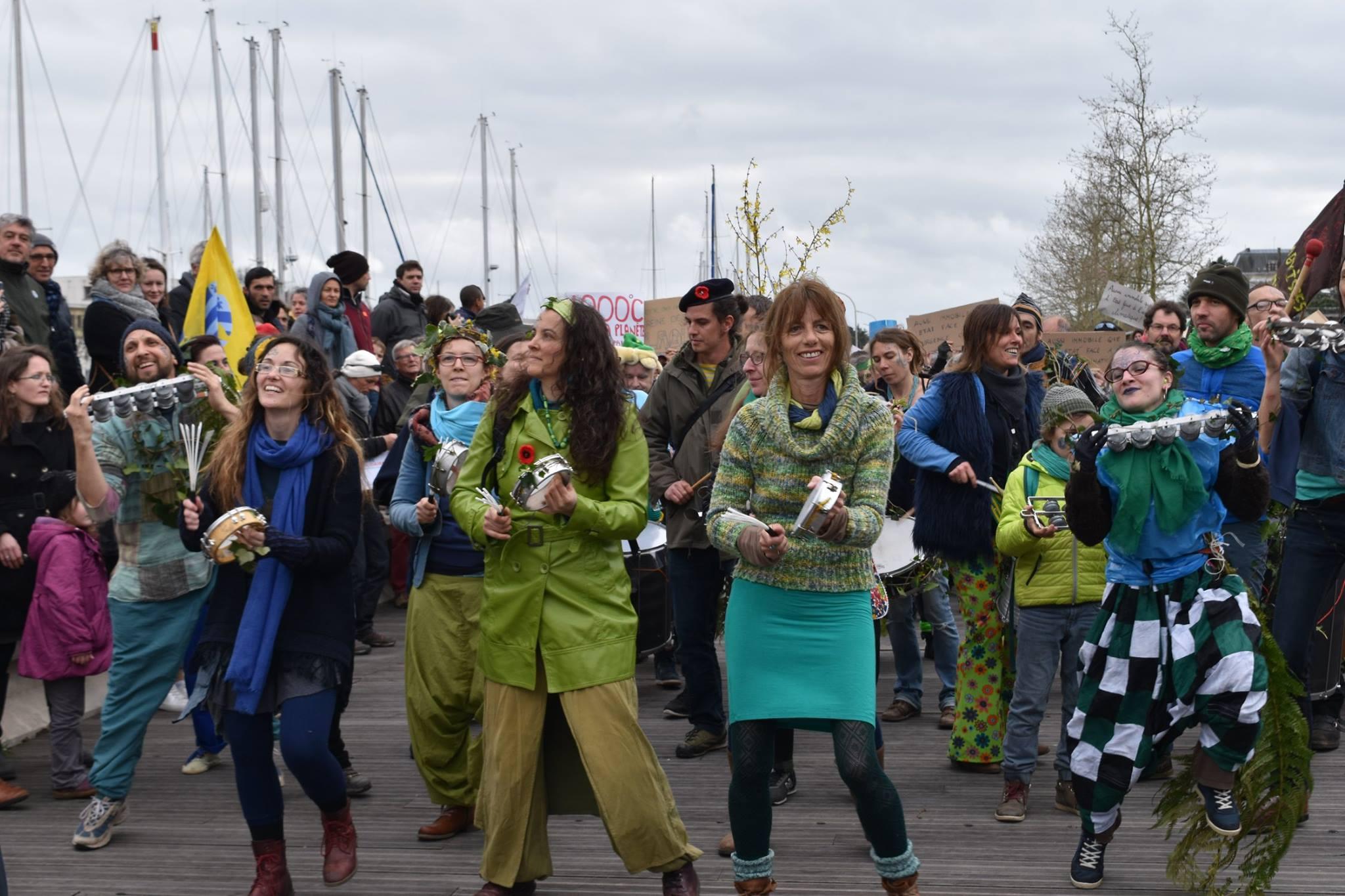 Batucada Ploukatak - Marche du siècle à Vannes