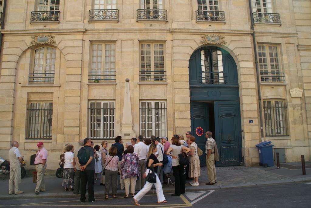 Hôtel des Postes : Il y avait deux porches pour les voitures  : a droite pour entrer, à gauche (muré) pour sortir