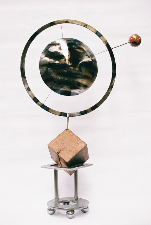 Horloge thérapeutique    acier, chêne 200ans, cuivre    H 90x70x25 cm   2010