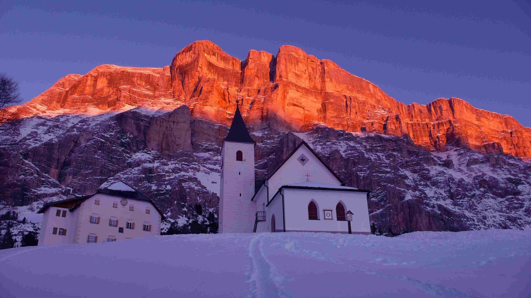 Alta Badia - Chiesetta S. Croce mit Dolomiten