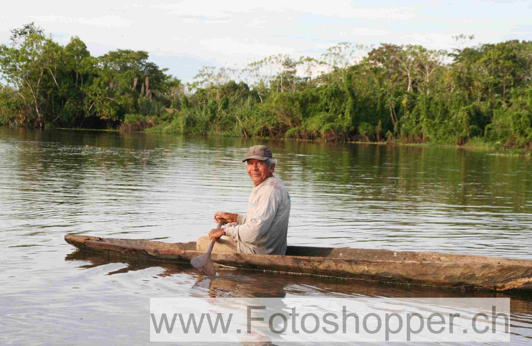Fischer im Einbaum