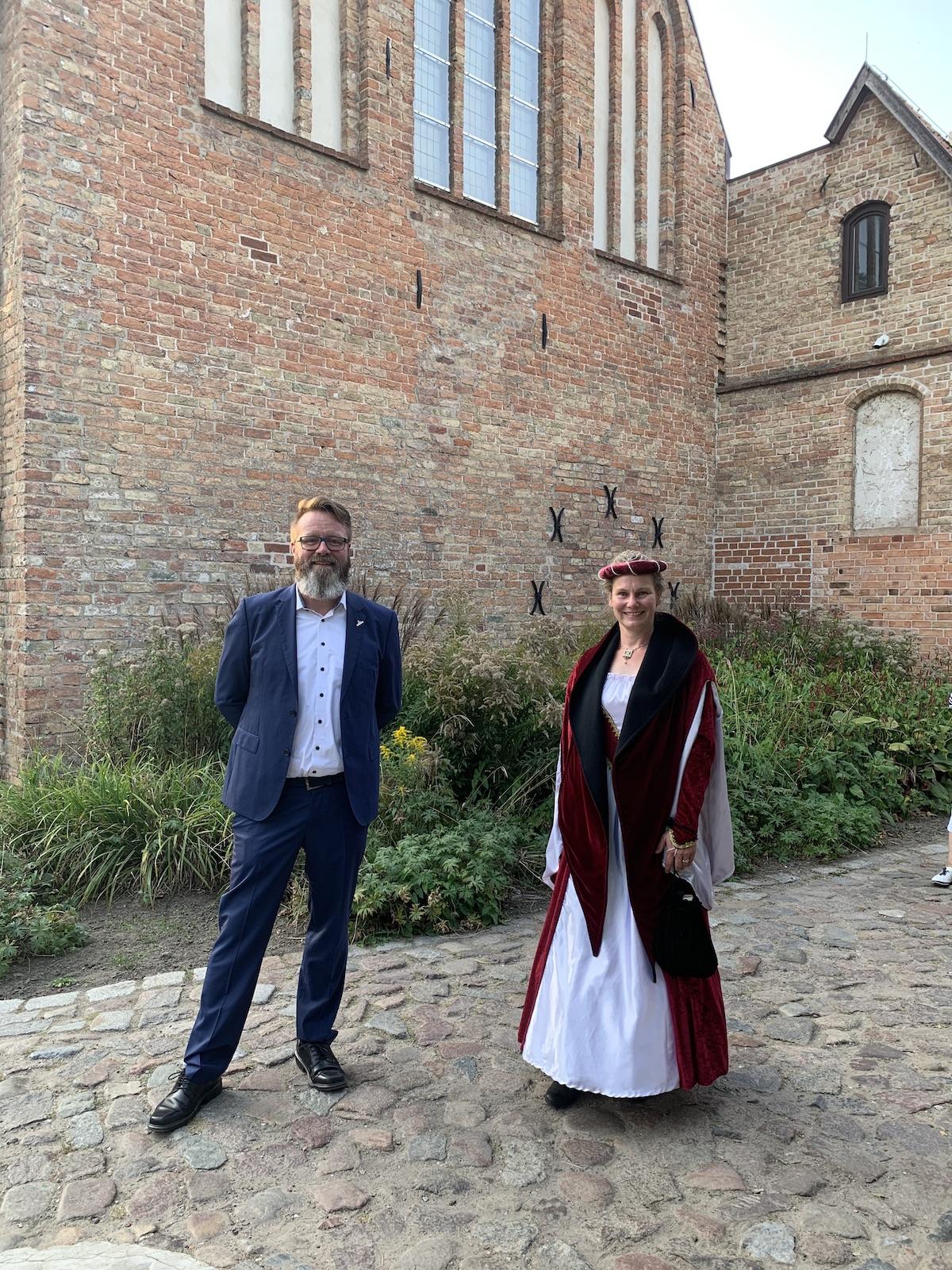 1. Mal die dänische Königin Margarete Sambiria beim 750. Klosterjubiläum gespielt und den Rostocker Bürgermeister, einen gebürtigen Dänen, getroffen.