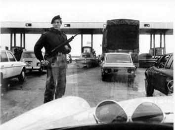 Roma, Marzo 1978 - Controlli dei militari all'uscita dell'autostrada