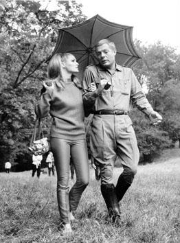 """Roma, Giugno 1965 - Ursula Andress e Marcello Mastroianni nel film """" Decima vittima"""""""