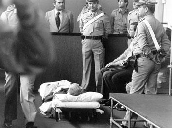 Roma, Maggio 1977 - Processo Borghese, signora Berti in tribunale con barella
