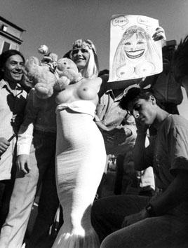 Roma, Giugno 1987 - Campagna elettorale di Ilona Staller (Cicciolina)