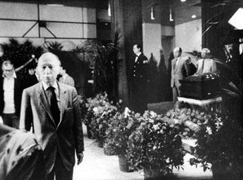 Roma, Giugno 1984 - Giorgio Almirante alla camera ardente di Enrico Berlinguer