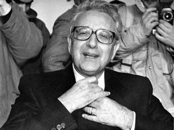 Roma, Gennaio 1990 - Pino Rauti al 16° congresso Msi