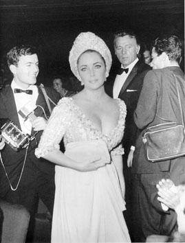 "Roma, Agosto 1966 - Elizabeth Taylor e Richard Burton ""  Maschera d'argento"""