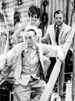 """Roma, Giugno 1965 - Edoardo de Filippo, Ursula Andress e Marcello Mastroianni nel film """" Decima vittima"""""""