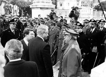 Roma, Dicembre 1991 - Eltsin Boris (Ex Presidente russo) con Domenico Corcione ( Generale Corpo d'Armata)