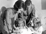 Roma, Dicembre 1969 - Carlos di Borbone con moglie Sophia e prole