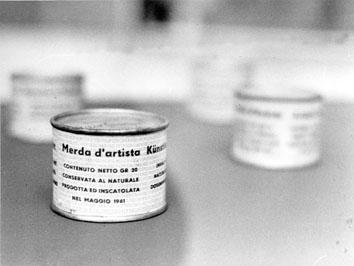 Roma, Marzo 1971 - Merda d'artista dello scultore Marini