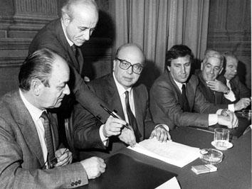Roma, Dicembre 1985 - Firma ponte di Messina, Franco Nicolazzi, Bettino Craxi, Claudio Signorili e Gianmario Carta