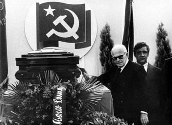 Roma, Giugno 1984 - Sandro Pertini alla camera ardente di Enrico Berlinguer