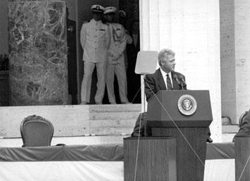 Nettuno (Roma), Giugno 1994 - Presidente americano Bill Clinton in visita al cimitero militare americano