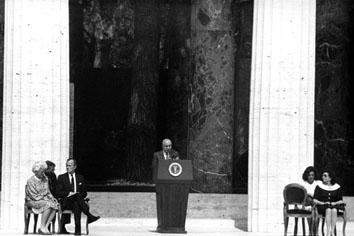 Nettuno (Roma), Maggio 1989 - Visita del Presidente americano George Bush e Ciriaco de Mita, al cimitero americano di Nettuno