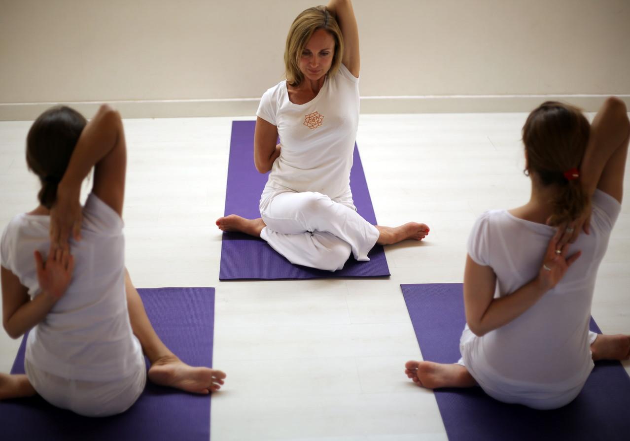 horaire tarif yogagrasse elisa gaston. Black Bedroom Furniture Sets. Home Design Ideas