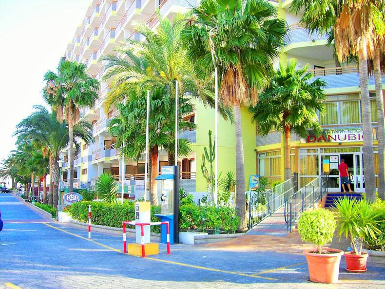 Het appartementencomplex danubio heeft een gratis prive parking. Indien U een wagen heeft gehuurd krijgt U bij aankomst een parkingkaart. Er is 24h receptie (de receptie is volledig vernieuwd)
