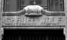 """Eingang zum Geschäftshaus """"Grauer Wolf"""", Bell Media in Leipzig"""
