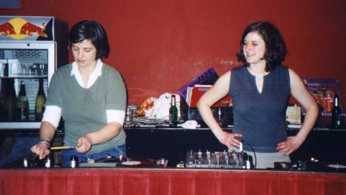 almut und ich legen im roten salon der volksbühne auf. music for intelligent people.