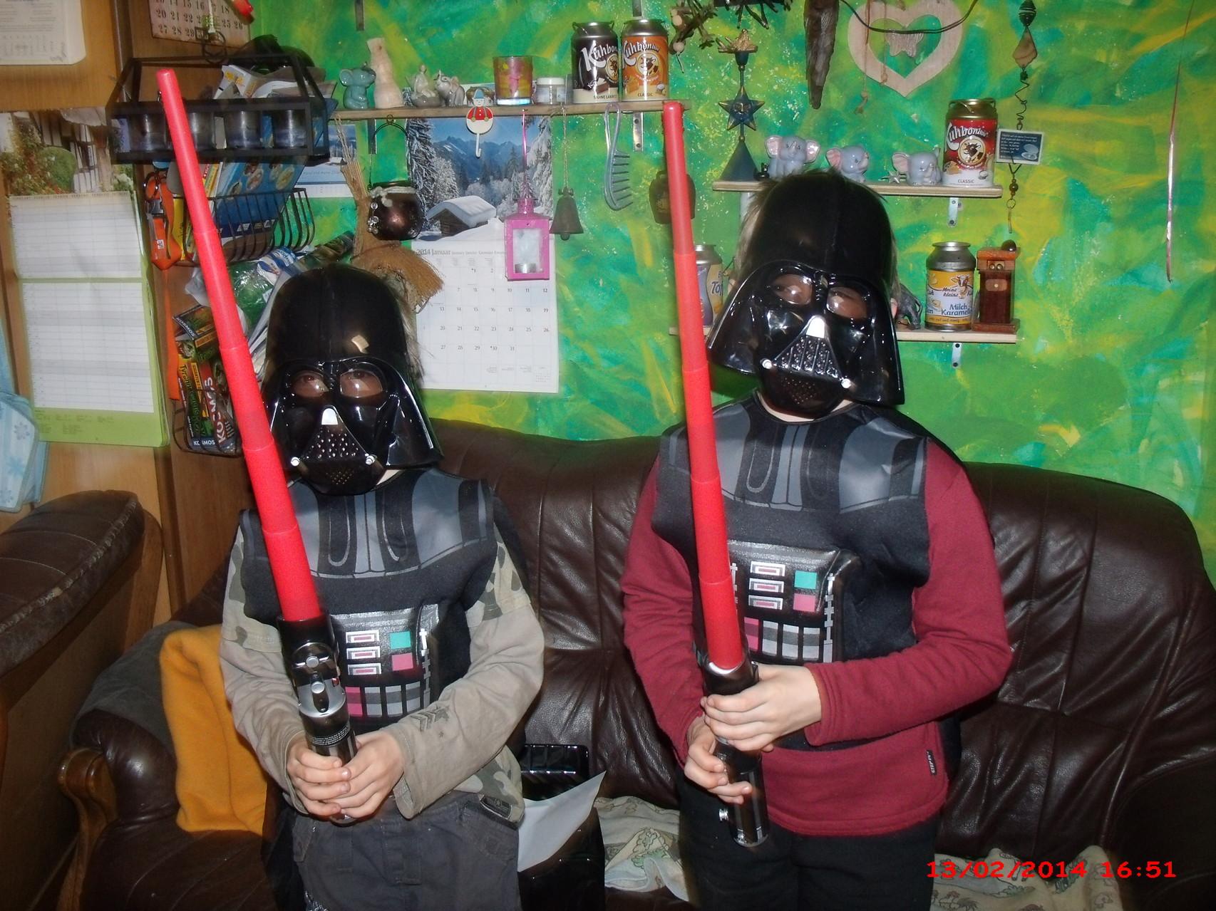 Maske und Laser-Schwert, einfach toll... Danke