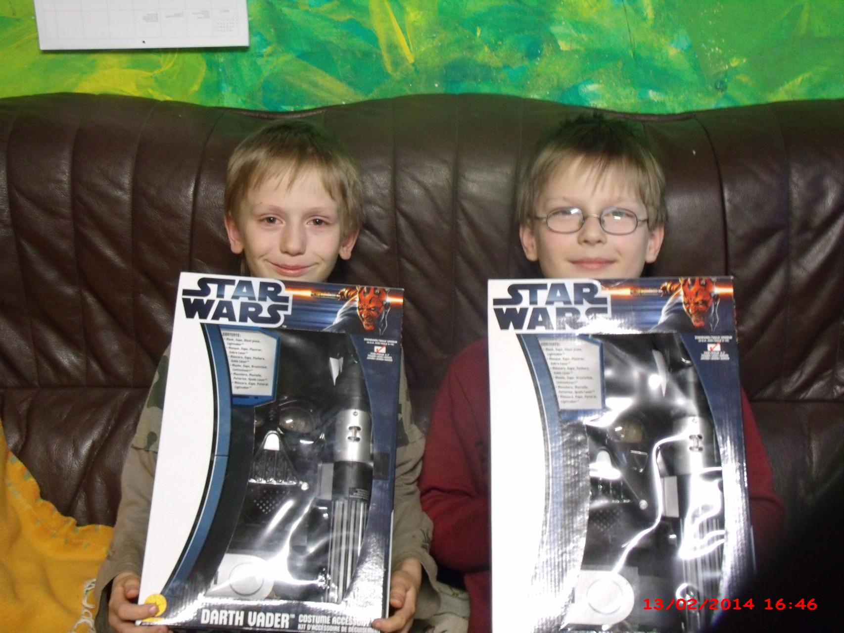 Sydney und Mauricio mit Star Wars - Darth Vader Kostüm