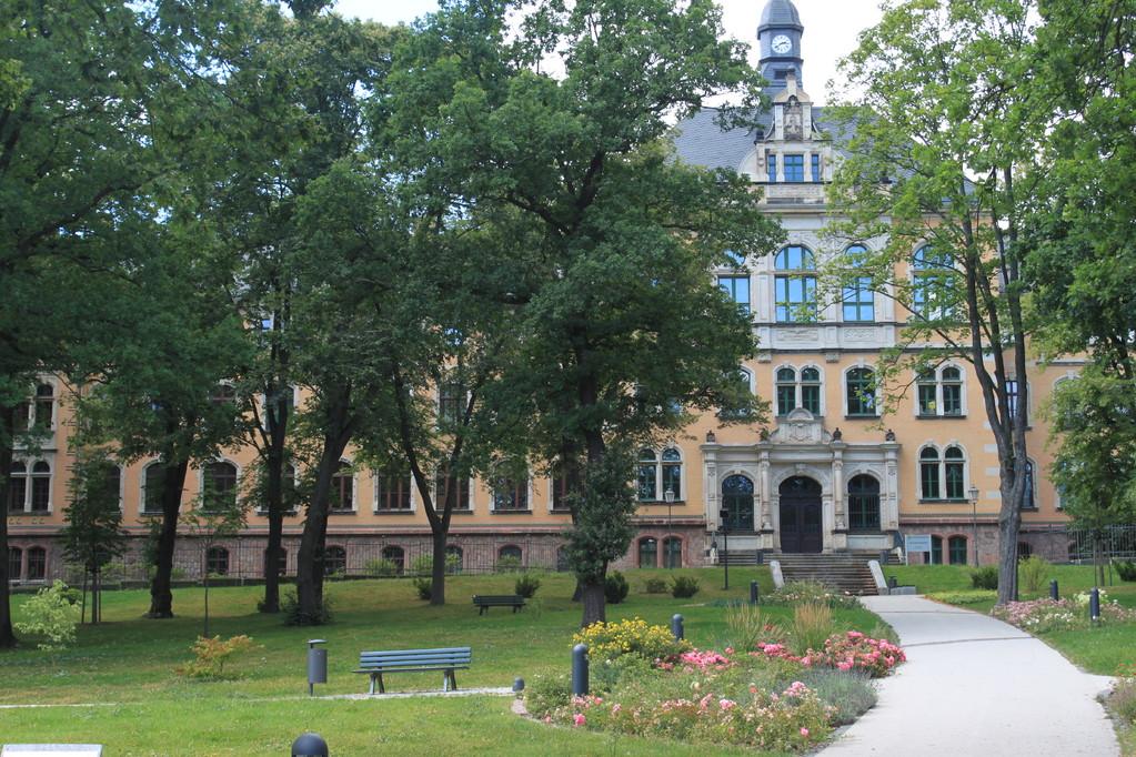 Schulpark mit Gymnasium im Jugendstil