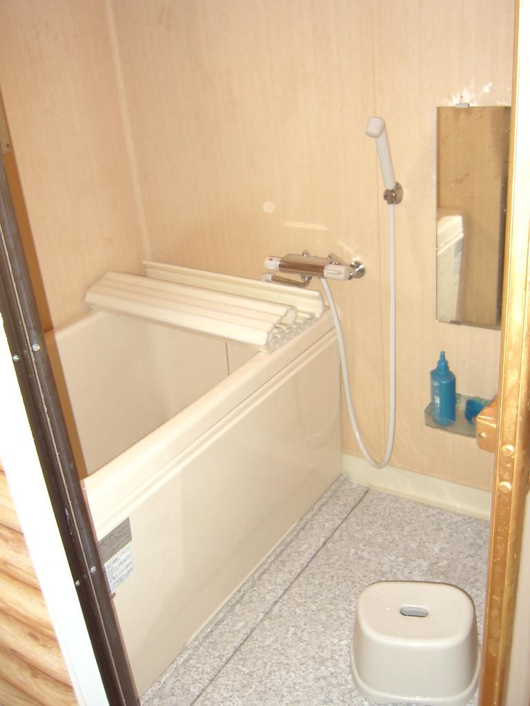 同住宅の浴室の様子です。