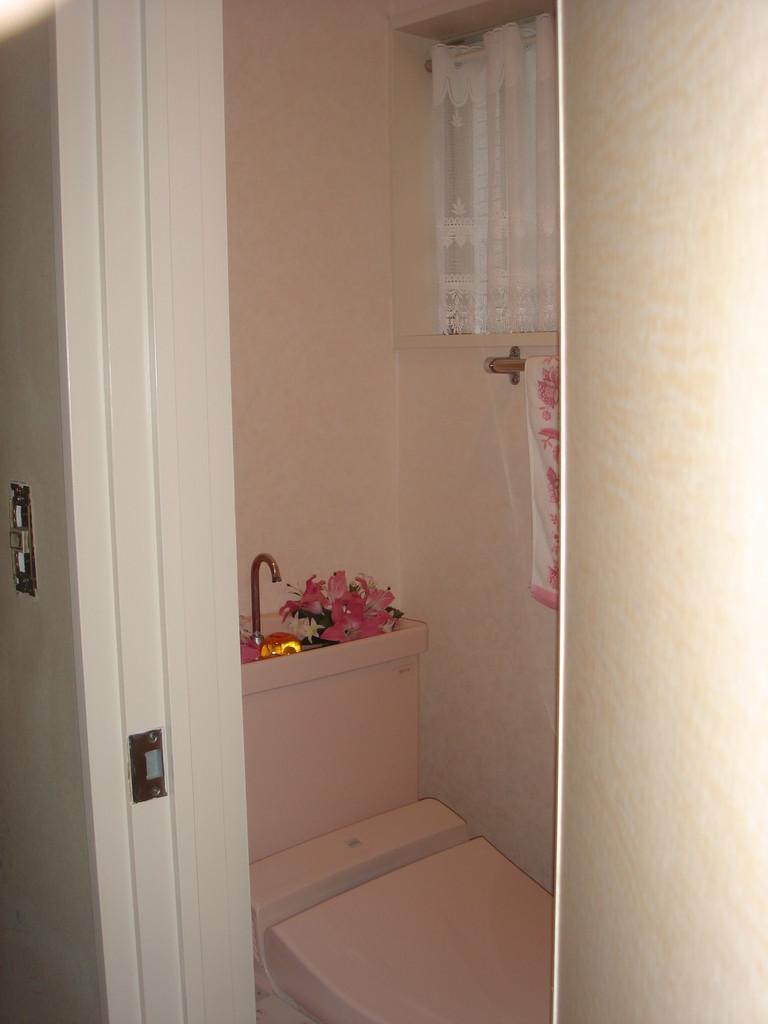 同美容室様のトイレの様子です。