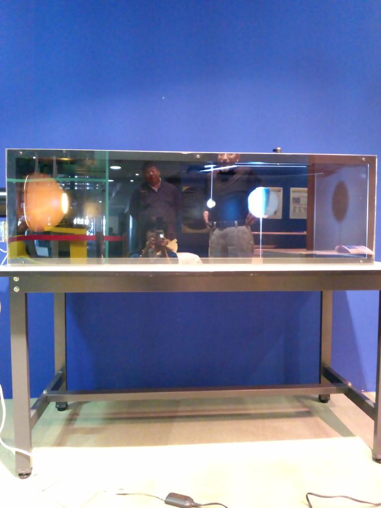 皆既月食がどのような仕組みで起きるのかを体験できる装置を製作設置いたしました。