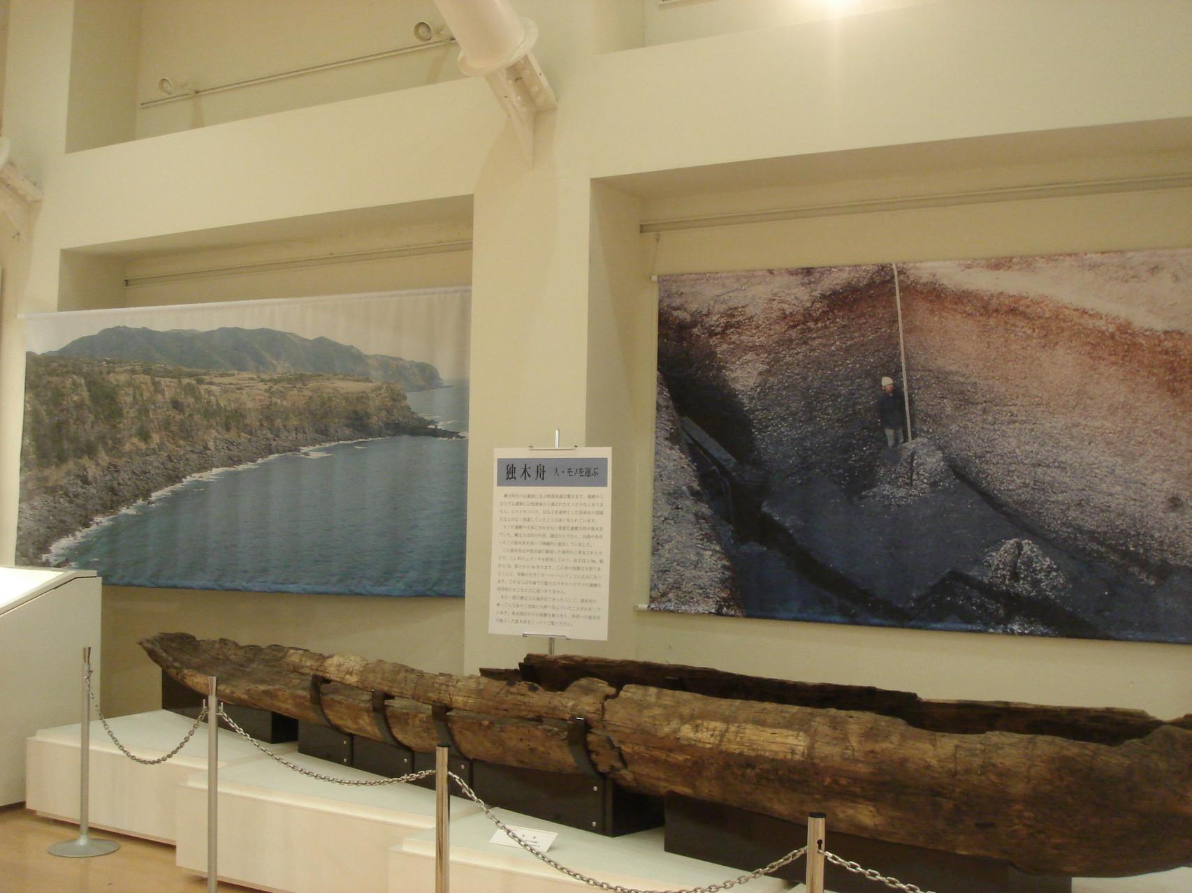 展示背景の垂れ幕の製作を行いました。