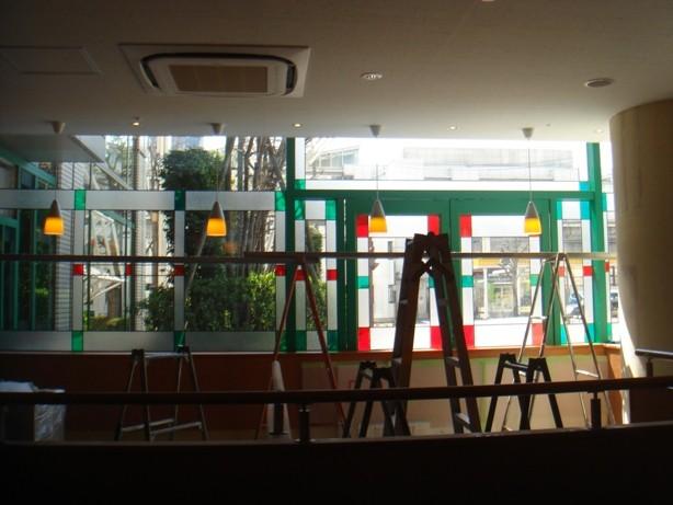 有名ファミリーレストランチェーン店様窓装飾を施工いたしました。材料の加工から手掛けています。