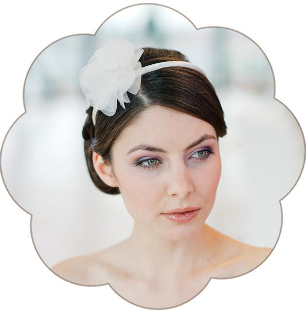 Haarschmuck für die Braut in ivory. Headpiece der besonderen Art. Sehr edler Haarreif für Hochzeiten und Feste.