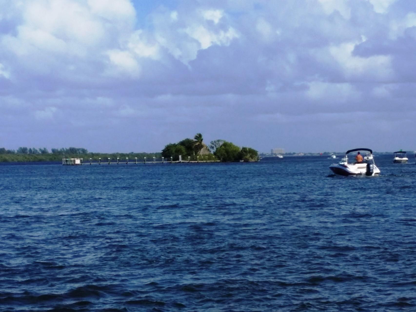 Wedding Island voraus.